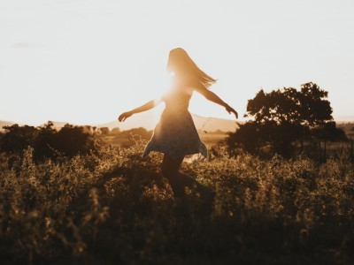 6 Amazing Ideas for Decluttering Your Mind, Body and Soul, A Holistic Approach To Spring Cleaning - a girl on a field