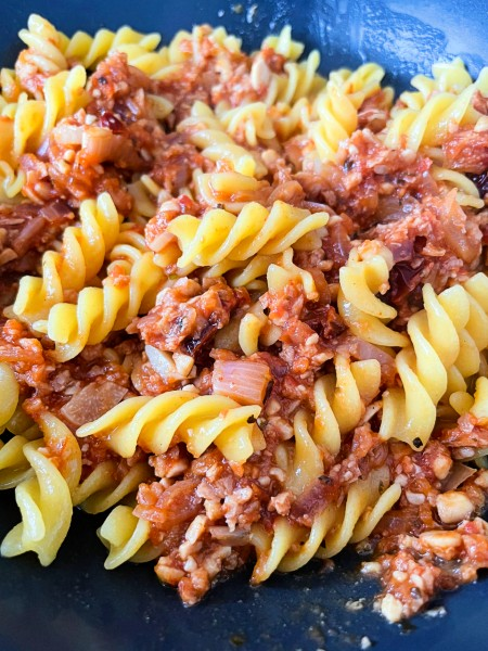 How to make a simple and nourishing vegan bolognese - pasta bolognese close up