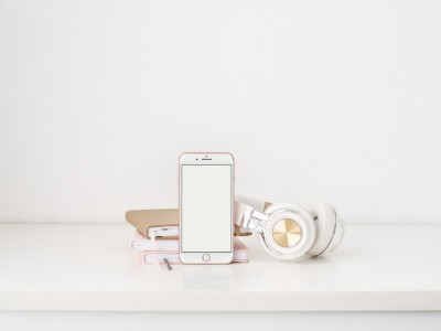 4 Types Of Apps You Can Use To Support Your Sober Journey - phone and notebooks